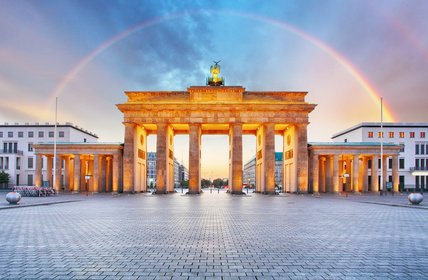Berlin Brandenburger gate with rainbow.  - Urheber @ TTstudio