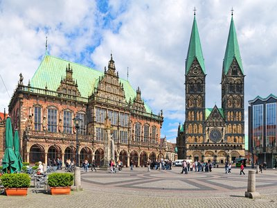 Panoramic view of the Bremen Market Square with City - Urheber @Mikhail Markovskiy